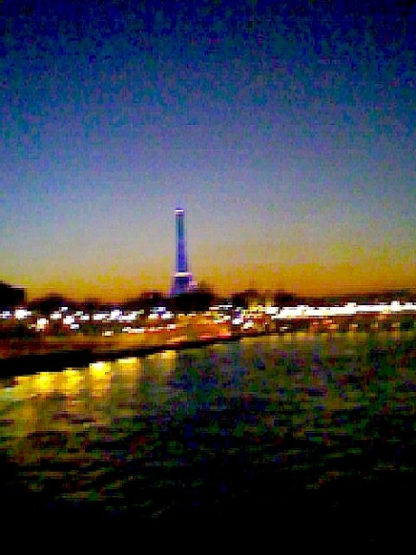 tour-eiffel-floue