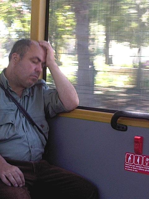 hommer qui dort bus