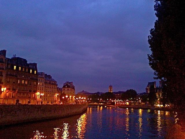 bureau #16 paris by night