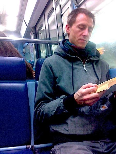 slb 12lecture dans le métro