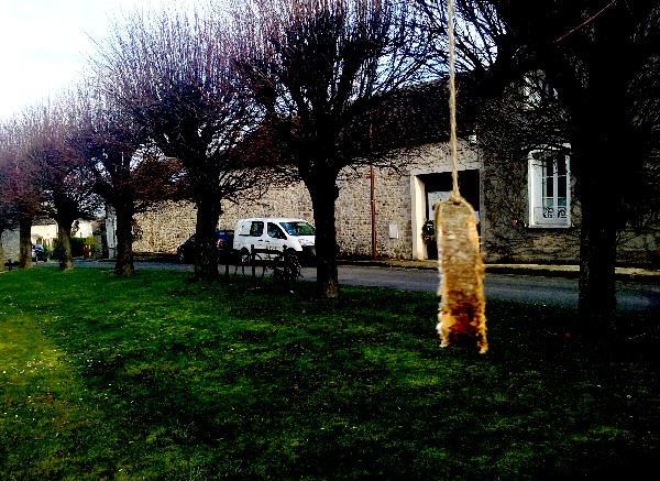 Montigny 13 boule factice 1