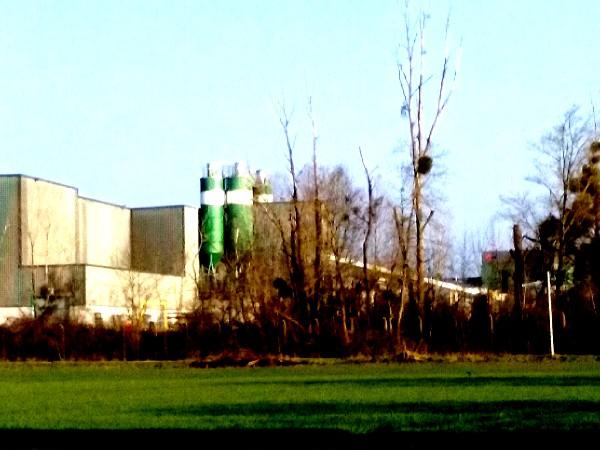 usine au loin 2