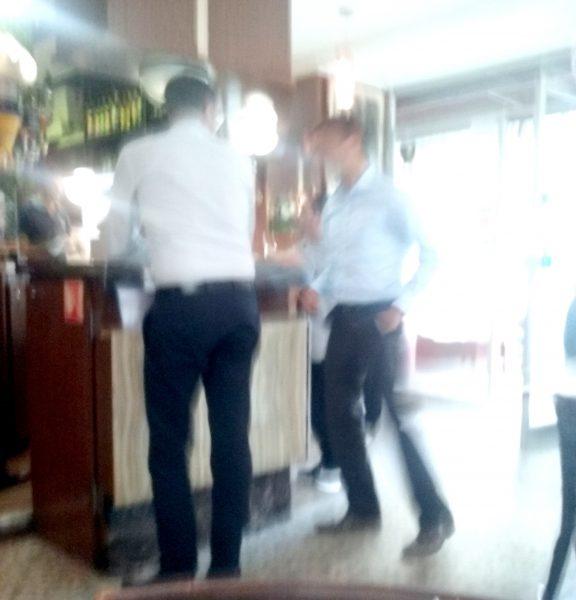 deux au bar