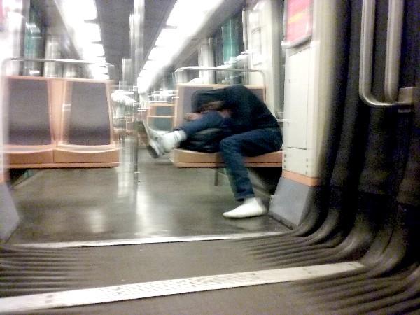 dormir-dans-le-metro-7b