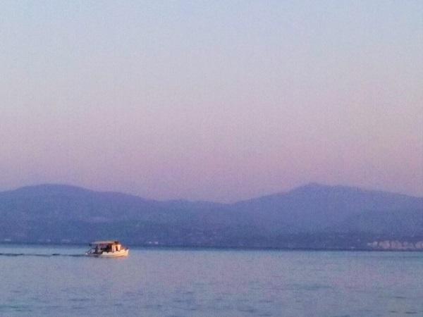 bateau-au-loin-eretria
