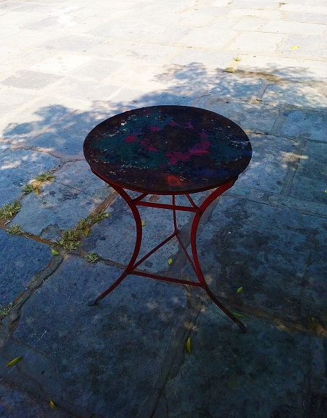 chalkis-table-3pieds
